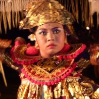Baris dancer close